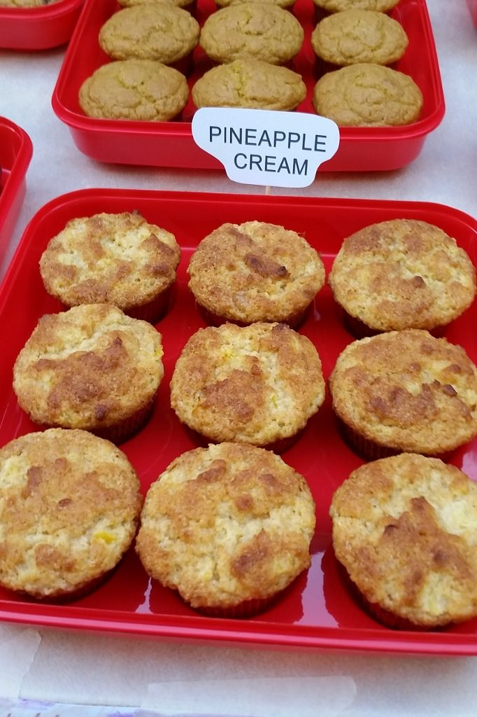 Pineapple cream muffins
