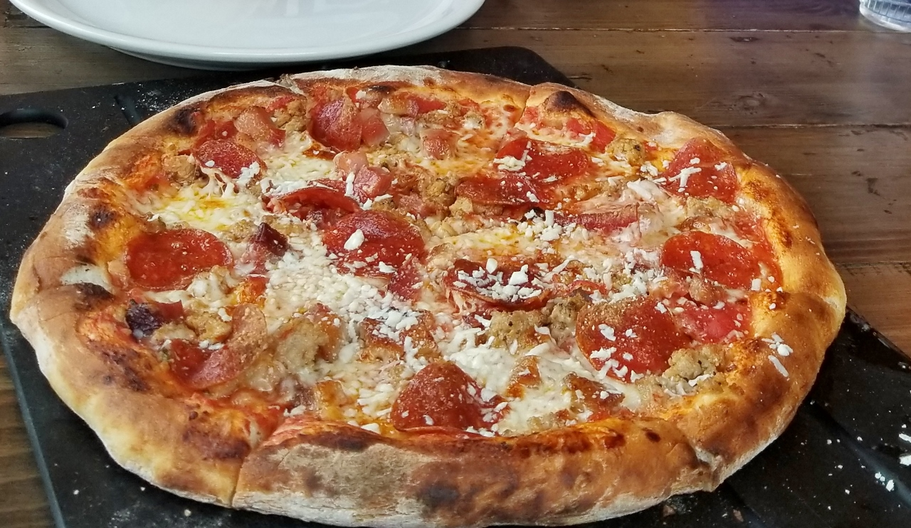 Wood-fired pizza in Seward Brewery. Where to eat in Alaska