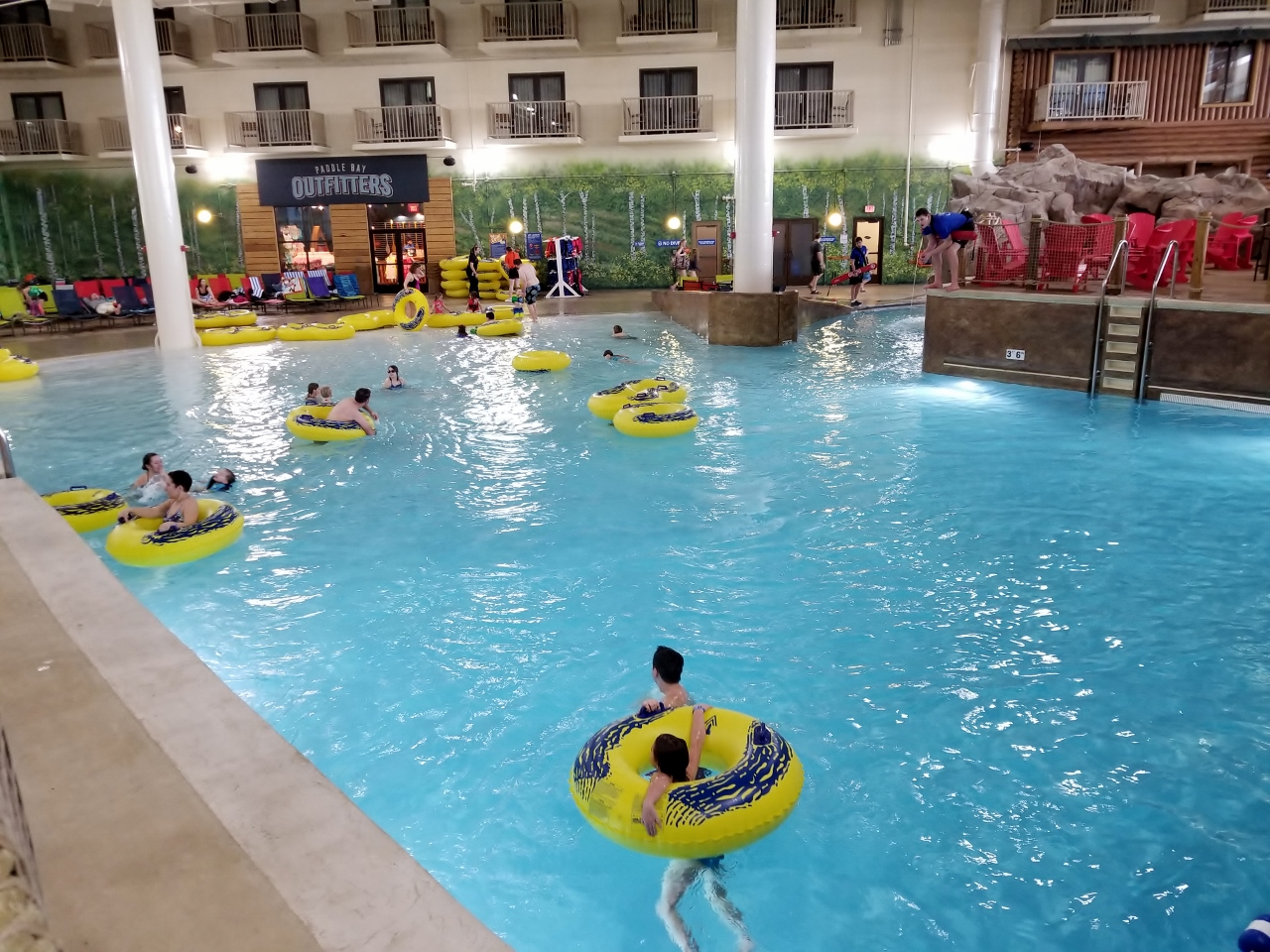 wave pool at great wolf lodge in bloomington minnesota water park