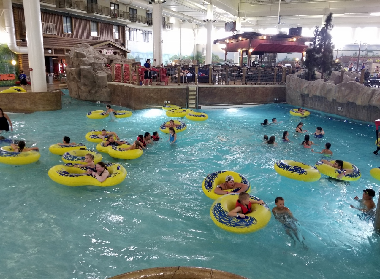 The wave pool at Great Wolf Lodge Minnesota